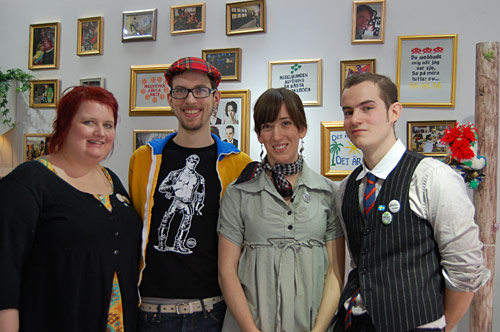 Pernilla Klüft, Roland Larsson, Moa Åström och David Frimark är designgruppen Fuldesign, nu aktuella på Designgalleriet. (Foto Kurbits)
