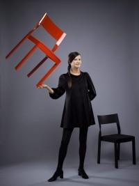 Anna von Schewen har gjort Årets Möbel 2009, stolen Twist. (Foto Kristian Pohl)