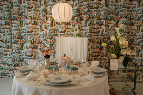 Bröllopsbordet i Svensk TEnns tappning. Besticket CPB 2091 och servis av Paola Navone. (Foto Kurbits)