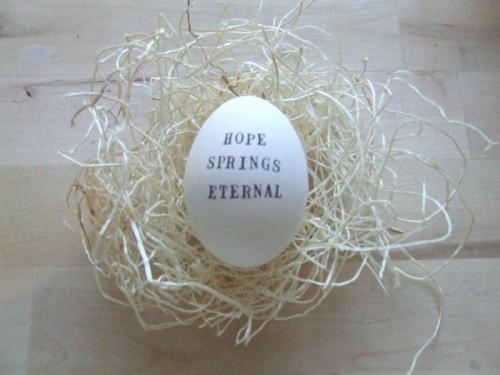 Ägg med budskap av säljaren Paloma... på Poppytalk Handmade. (Foto www.etsy.com)