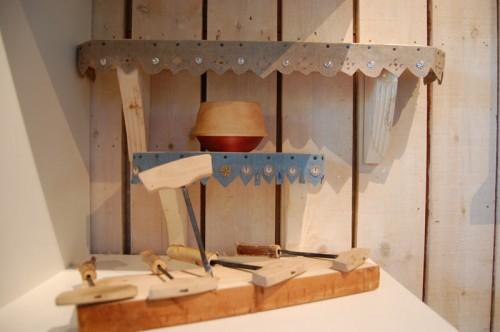 Små fina föremål, bland annat navare av smeden Julius Pettersson. (Foto Kurbits)