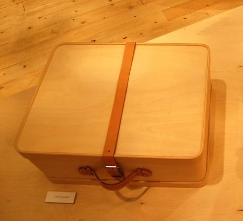 och så träet överlag...här en fin resväska. (Foto Kurbits)