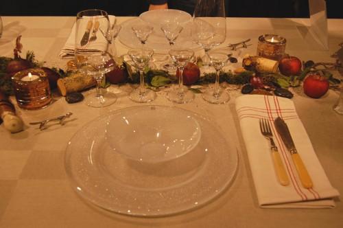 Elegans, natur och personlighet sammanfattade Fredrik Eriksson sitt bord. Äpplena kommer från hans lantställe. Snaps- och ölgas av Ingegerd Råman och Lena Bergström. Fat och skål av Göran Wärff. (Foto Kurbits)