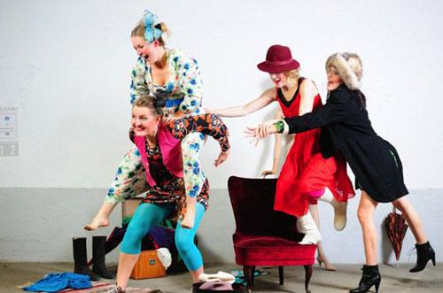 Passa på att låna kläder till helgens festligheter på Lånegarderoben! Öppet imorgon och på söndag. (Foto www.lanegarderoben.se)