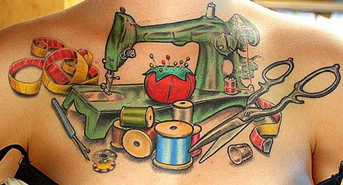 Användaren The Dainty Squid har en symaskin på bröstet. (Foto The Dainty Squid/Flickr)