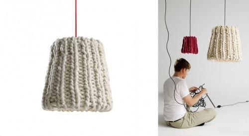 Den stickade lampan Granny från Pudelskern säljs bland annat via Casamania. (Foto www.casamania.it)