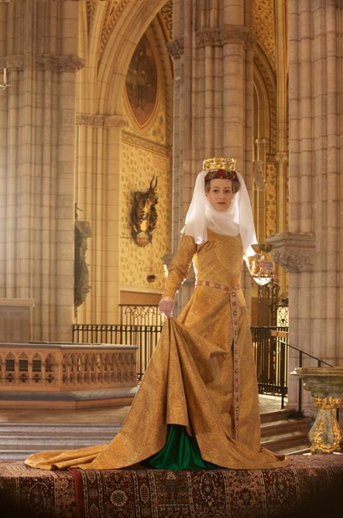Drottning Margaretas gyllene kjortel i Uppsala domkyrka. Durán Textiles lanserar rekonstruerat tyg för domkyrkan. (Foto Laila Durán)