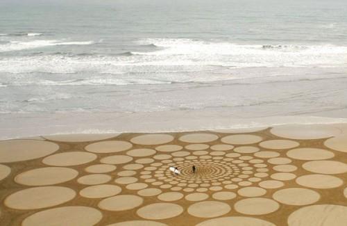 Fascinerande sandkonstverk av amerikanske Jim Denevan. (Foto www.jimdenevan.com)