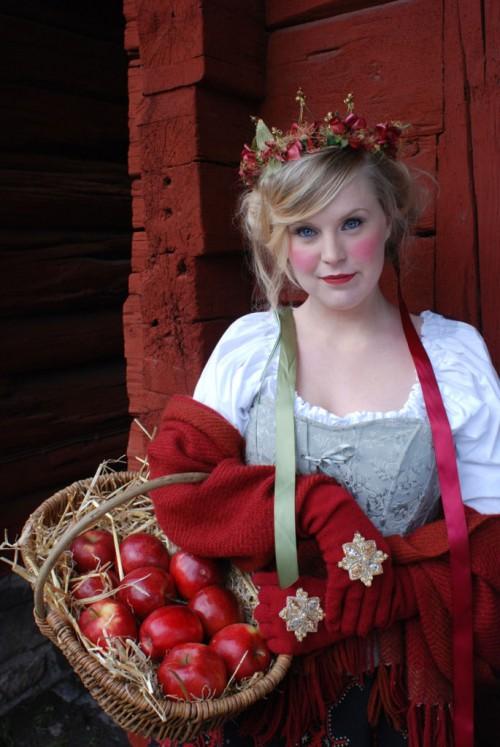 Skravelkrona med inspiration från 1800-talets allmoge. (Foto www.kronmakaren.se)