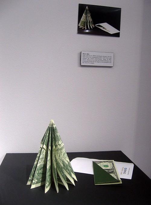 Harry Allens gran av tiodollarsedlar. (Foto Kurbits)