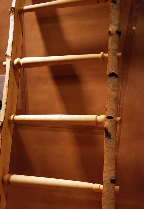 Stege med svarvade stag av Mathilda Björklund. (Foto Kurbits)