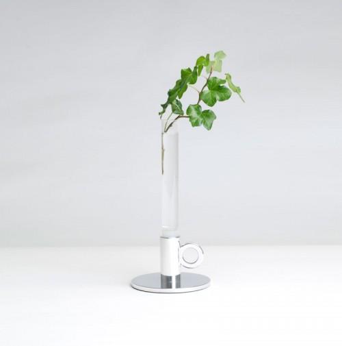 Vacker vas till din ljusstake, från Axel Bjurström. (Foto www.bjurstrom.com)