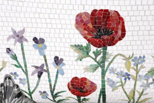 Detalj av mosaiken, badkar från Mosaic Sweden. (Foto Maria Macri)