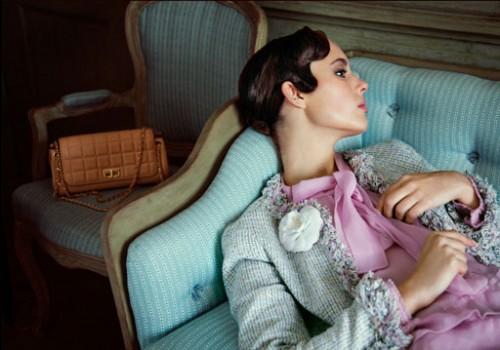 Bilder till Stockholms Auktionsverks auktion Fashion&Lifestyle. Fotograf Elisabeth Toll, stylist Kari Hirvonen.