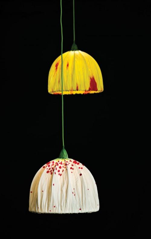 Nytt från Eva Davidsson, blommande lampor av en annan karaktär. (Foto Konsthantverkscentrum)