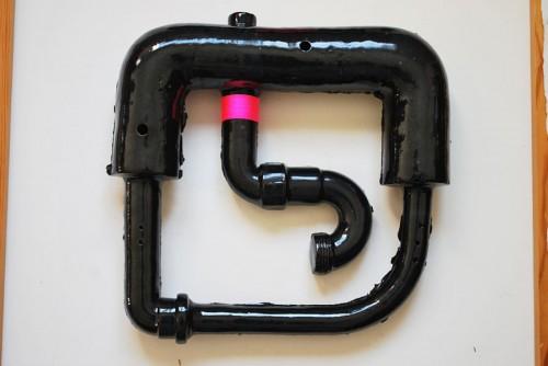 Elisabeth Billander leker med skrotat material som här får helt nya uttryck. (Foto Esmé Alexander)