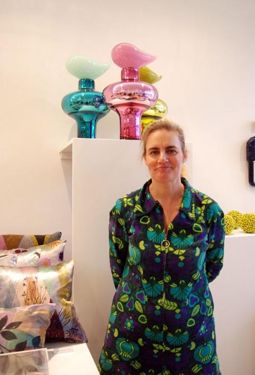 Esmé Alexander framför sina jubileumsverk i galet fina färger. (Foto Kurbits)