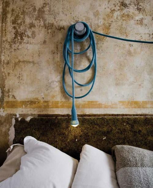 Lilla sladdlampan Matt är stickad och kan viras var du vill. Av tyska Ilot Ilov. (Foto www.llotllov.de)