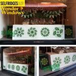 Utställningsverksamhet i brittiska Selfridges skyltfönster; guerilla gardening och fröbomber från Kaboom gör pr för kedjans nya konceptbutik Grow. (Foto http://kabloom.co.uk)