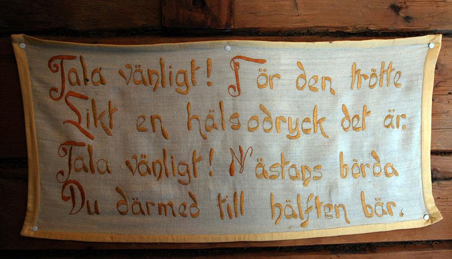Spännande tider väntar Kurbits Media! Glada tillrop och vänligheter är alltid aktuella, eller hur? Bonad från Nordingrå hembygdsgård. (Foto Kurbits)