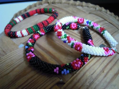 Allmogeinspiration, armband av Helena Enmyren. (Foto Den lilla blå byrån)