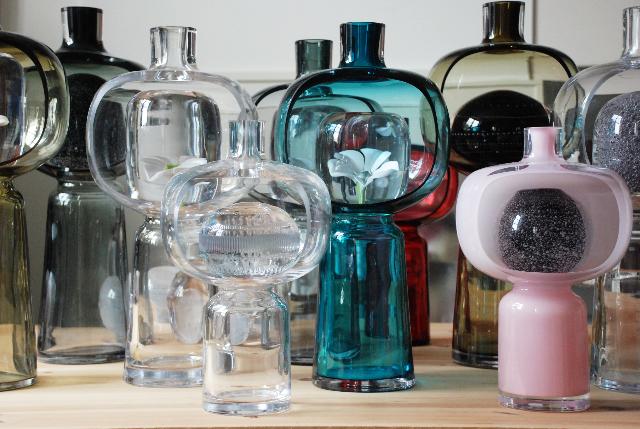 Matti Klenell visar glas på Inger Molin