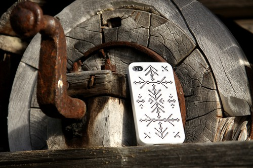 Broderat telefonskal, av Jesscia Dalman som driver bloggen Avigan (http://avigan.blogg.se). Kolla in,! (Foto Jessica Dalman)