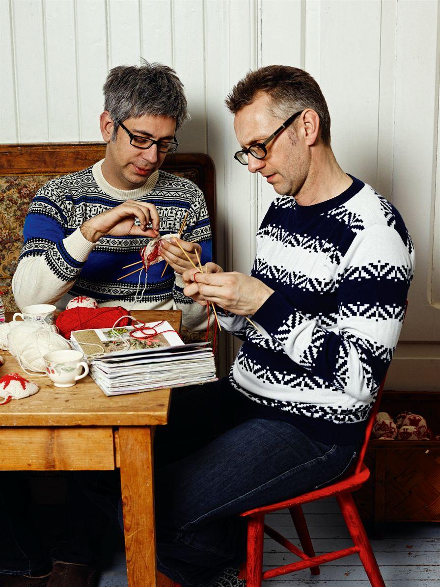 Arne och Carlos är modeskapare med eget märke, men gillar att sticka allra bäst. Numera lanserar de mest stickat. (Foto Arne&Carlos)