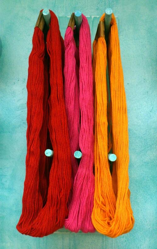 Vackra garner från Happy Color, som efter en lyckad virkkurs fick hänga med mig hem. (Foto Kurbits)