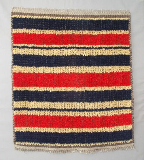 """""""Hommage à Jerk Werkmäster, I"""" av Per-Åke Backman. Textilen bygger på konstnärens samarbete med Dalarnas hemslöjdsförbund (Foto Boel Tengnér)"""