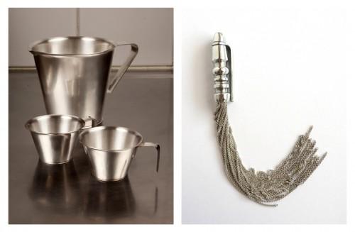 Tove Thamberts rörande penna/halsband till höger, vackra mått i äkta silver av Klara Eriksson. Ingår i utställningen Hemligheter just nu. (Foto Gallery Pascale)