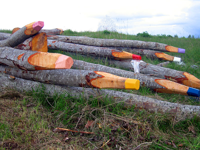 Jonna Pohjalainens trädpennor finns med på bloggen Street Art Utopias topp 100-lista över 2011. Jag förstår varför. (Foto Jonna Pohjalainen/Street Art Utopia)