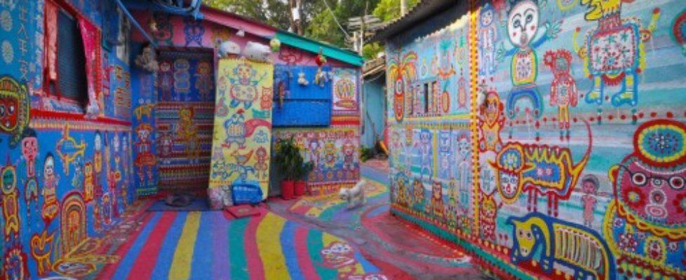 Byn Taichung i Taiwan är en enda mans livsverk, dekorerad i alla tänkbara färger och mönster. (Foto Steven Barringer)