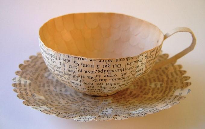 Gamla böcker, gärna från 1900-talets första sekel, gör utmärkta kaffekoppar, enligt Cecilia Levy. Läs hela min intervju på Zickermans. (Foto Cecilia Levy)