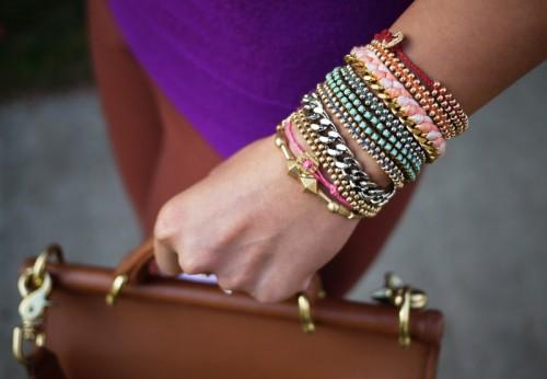 Hela armen full är devisen 2012. Vi gör gärna våra smycken själva, vi blandar mer  material än tidigare - inspirationen kommer från järnaffären liksom från vårt befintliga smyckeskrin. Bloggen Honestley WTF har beskrivningar vi så gärna googlar efter. (Foto Honestley WTF)