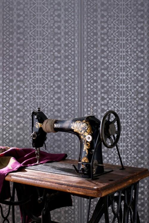 Jukkasjärvi med mönster från samedräkterna. Tapet från Decor Maison. (Foto Daniela Ferro)