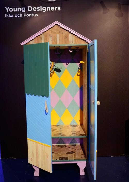 Skåpets insida är fint målat. Från Ikka och Pontus, i Young Designers monter på Formex i januari 2012. (Foto Kurbits)