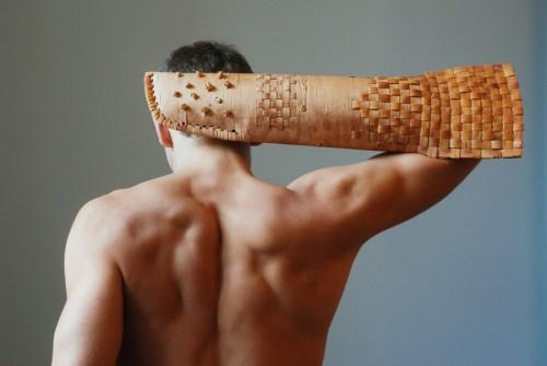 Gita Deksnes näverflätning blev till en helt ny produkt, en näverhandske som verkar vara bra för nästan allting...(Foto Art Academy of Latvia)