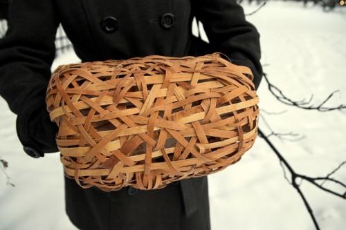 Är det en muff i grenar? Nej, det är en fågelfrögömma! Indra Mercas konstruktion. (Foto Art Academy of Latvia)
