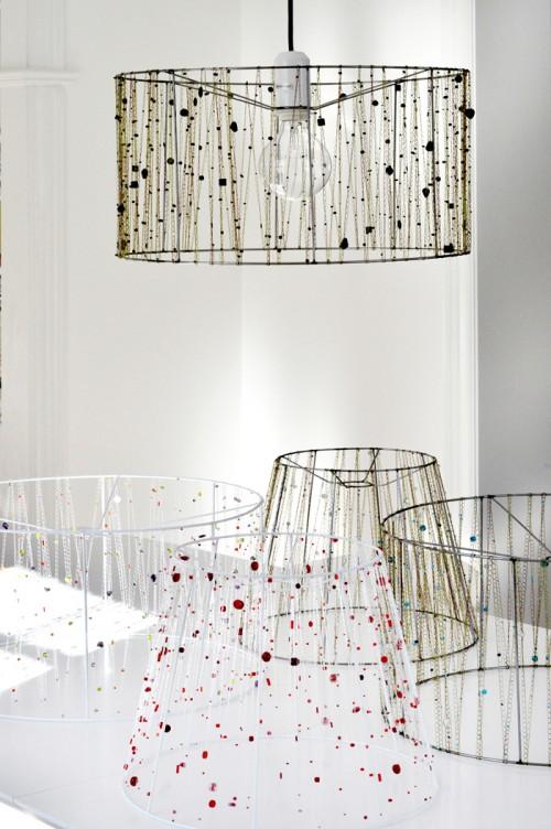Liksom vackra lampor och smycken. Spännande mix av material i båda. (Foto Lina Wirgård)