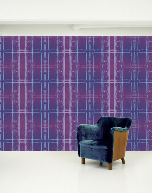 Plommonfärgade tapeter med lump i åtanke - Camilla Eltells tapeter är fint uppbyggda både i mönster- och färgval. (Foto Camilla Eltell)