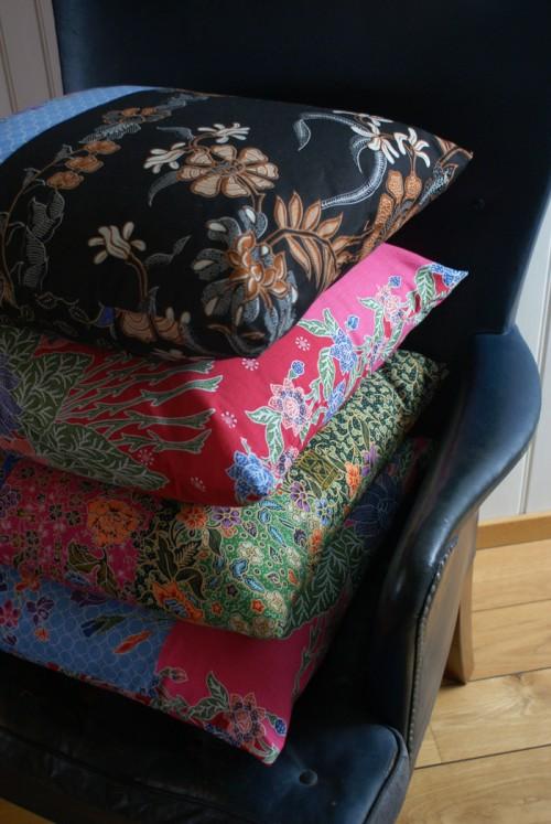Sarongkuddar från Asien, också dem med olika mönster och lapptäckesmatchningar. (Foto Brusewitz Design)
