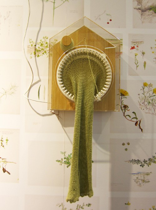 365 Knitting Clock av norska Siren Elise Wilhelmsen ger en stickad sjal på två meter under ett år. Bara en sån sak. (Foto Kurbits)