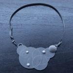 Halsband av Helena Sandström, Nutida Svenskt Silver. (Foto Niklas Palmklint)