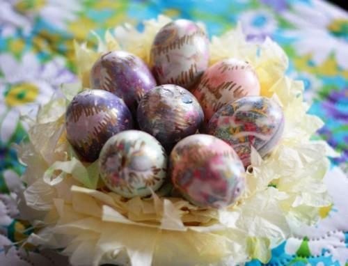 Sidenslipsdekorerade ägg, av Aunt Peaches. (Foto Aunt Peaches)