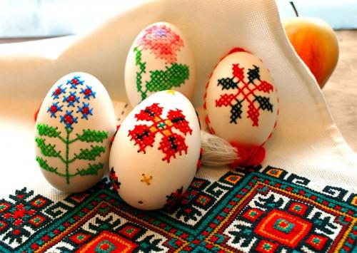 Broderade ägg av ukrainska Inna Forostyuk, som givit upphov till en stor äggbroderartrend på många DIY-bloggar världen över. (Foto Wikipedia)