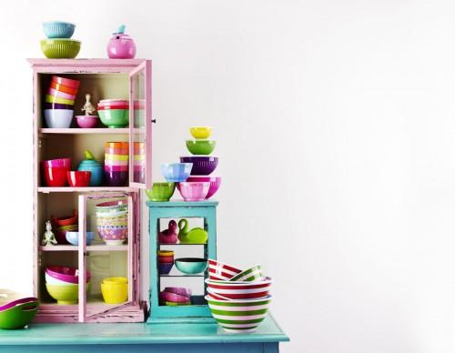 Men också skåp och lådor kan ju behöva ses över och organiseras - så här till exempel...(Foto Rice)