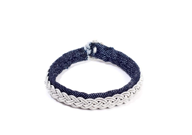 Denim och tenntråd i klassiskt armband