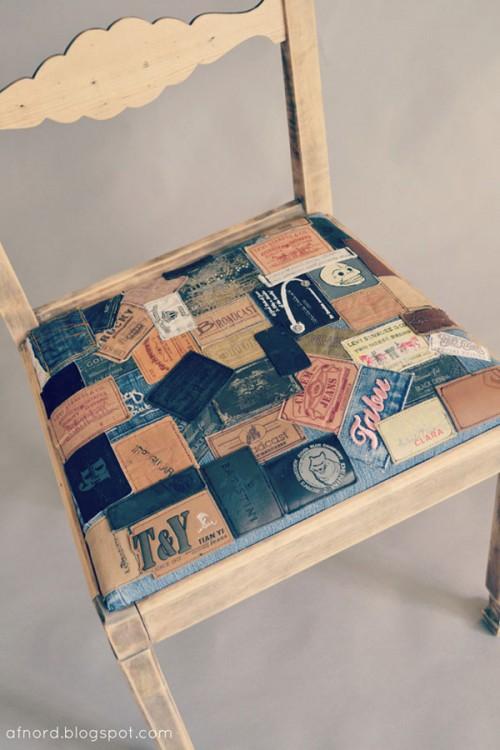 Jeanslappad stol, från Recycle Designutbildningen i Eskilstuna. (Foto Helena Nord)