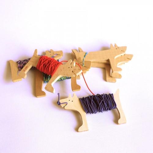En rad hundar för dina trådar. (Foto Lisa Tofft)